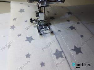 Лапка и иголка швейной машине. Строчки по обе стороны от шва, чтобы вставить резинку.