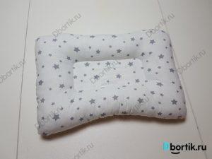 Сшитая подушка под голову новорожденного малыша для кормления грудью. Подушка ортопедическая.