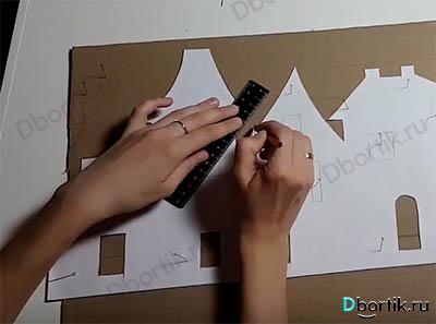 Шаблон с помощью карандаша и линейки обводится
