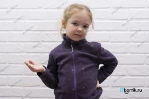 Флисовая кофта на ребенке, вид спереди.