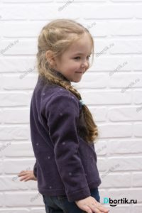 Флисовая кофта на ребенке, вид сбоку