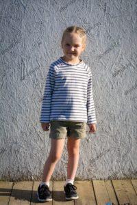 Детская кофта пуловер, общий план