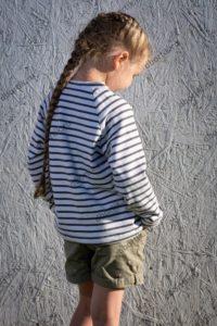Детская кофта пуловер, вид сзади