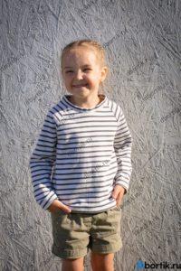 Детская кофта пуловер, вид спереди