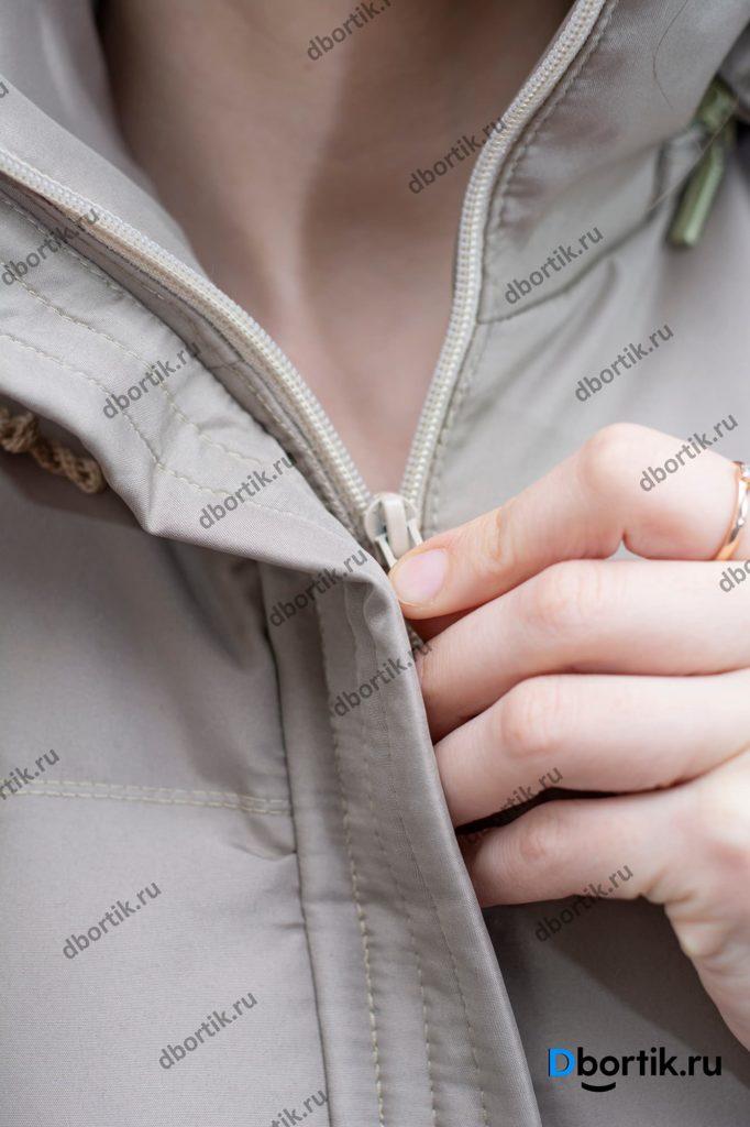 Молния на женской жилетке.