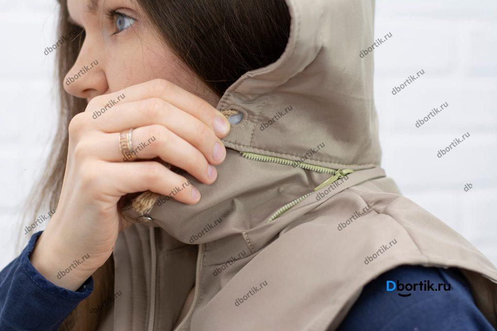 Молнию капюшона. Отстёгивающийся капюшон женской жилетки.