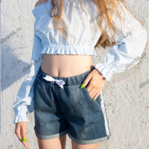 Шорты и кофта на девочку подростка в готовом виде после пошива. Вид спереди.