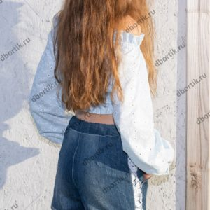 Шорты и кофта на девочку подростка в готовом виде после пошива. Вид сзади.