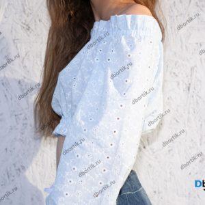 Укороченная кофта на девочку подростка в готовом виде после пошива. Вид сбоку.