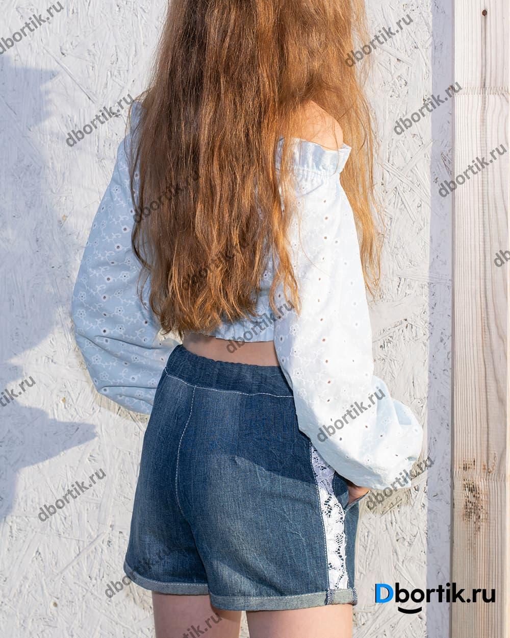 Шорты на девочку подростка в готовом виде после пошива. Вид сзади.